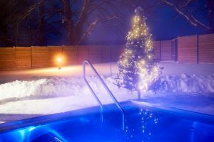 bad-belohrad-spa-resort-tree-of-life-winter-pool-aussen-im-schnee.jpg