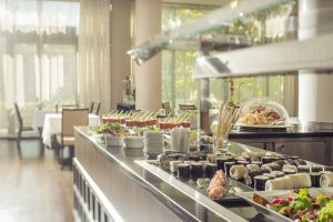 bad-belohrad-spa-resort-tree-of-life-buffet-fruehstueck.jpg