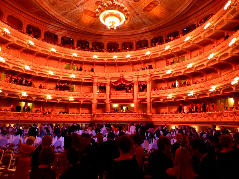 Ballsaal beim Semperopernball 2018